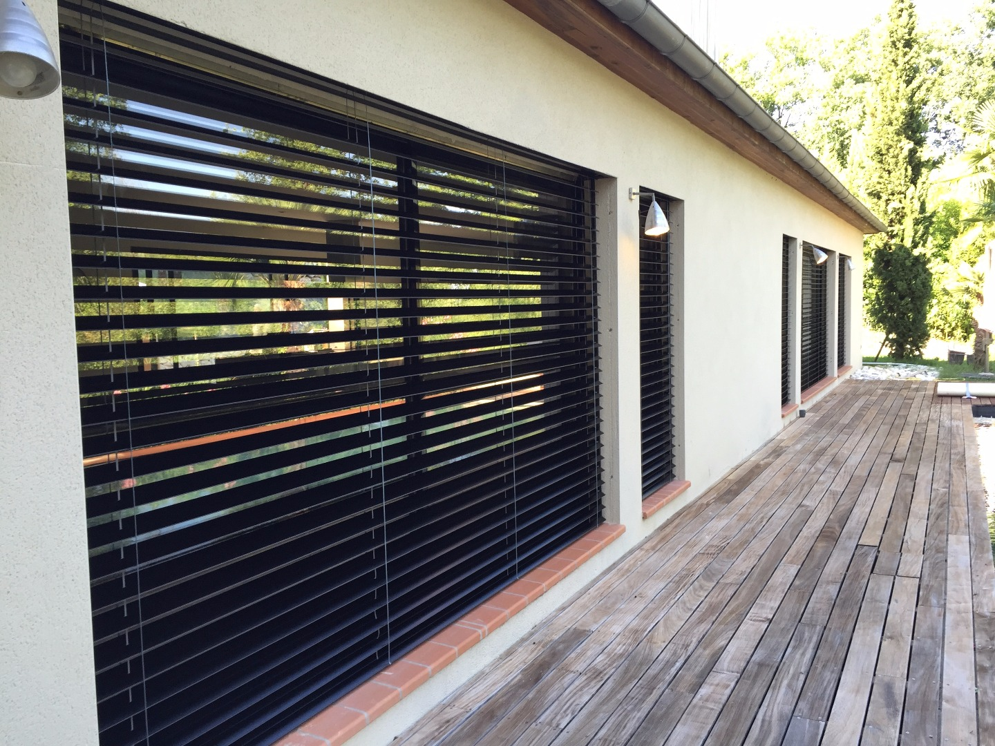 pergola brise soleil orientable brise soleil sur balcon. Black Bedroom Furniture Sets. Home Design Ideas